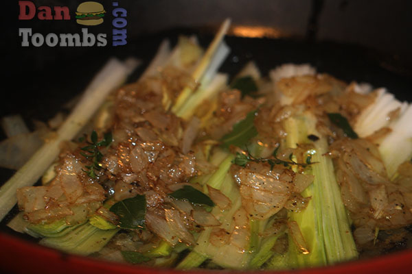 Covering the fish with leeks and fried onions.