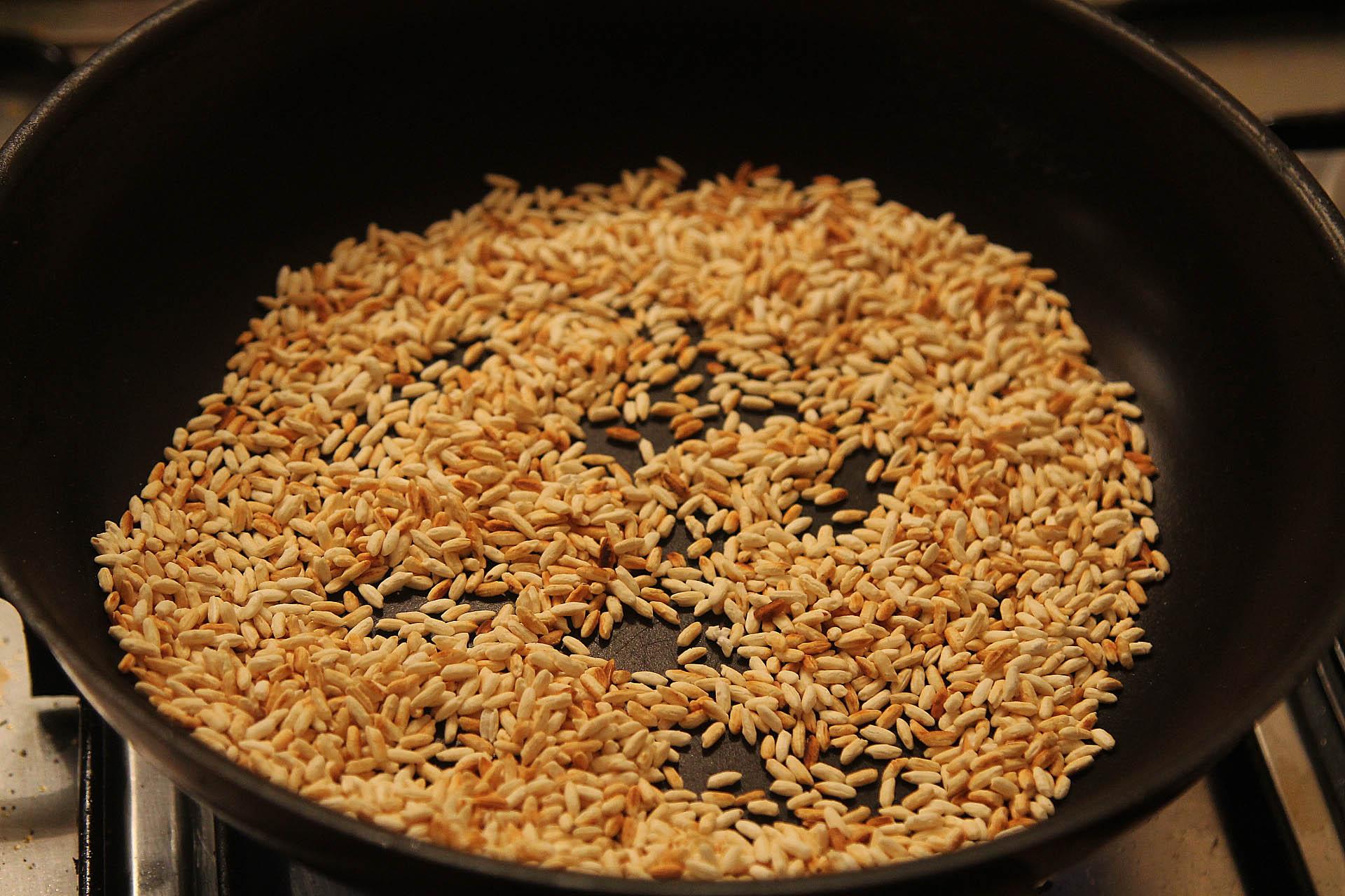 Making Khao Khoa - roasted rice powder