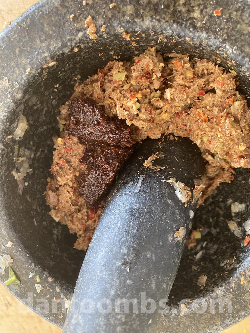 Stirring in shrimp paste